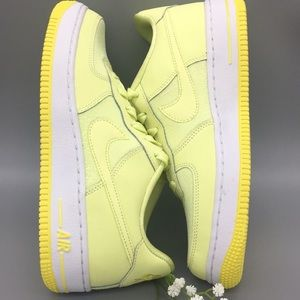NIKE AIR FORCE 1 LV8 (GS) citron tiny/yellow pulse